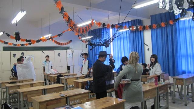 精心布置的万圣节教室-昆明第十中学图片